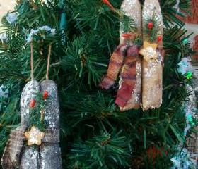Primitive Grungy Candle Ornament Set - With Berries, Greenery, Golden Star and Homespun Tie 