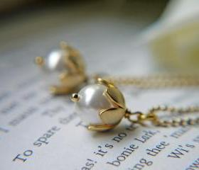 White Pearl Pendant Necklace. Matte Gold. Lily Of The Valley. Wedding Jewelry.Bridal Necklace. Romantic. Elegant