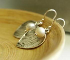 Silver leafs with white fresh water pearls and sterling silver - Pearl Earrings