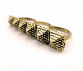 Pyramids Triple Finger Ring