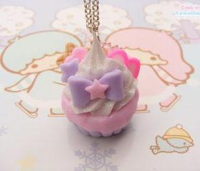 Tempting cupcake necklace