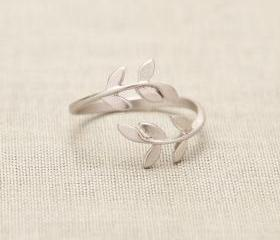 Bay Leaf Ring in silver