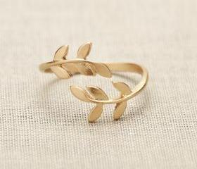 Bay Leaf Ring in gold