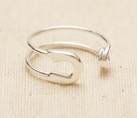 Safety Pin Ring in Silver