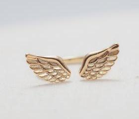 Angel Wings Ring in gold