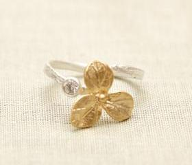 gold flower with rhinestone adjustable Ring