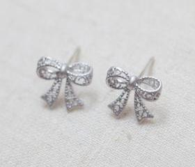 Cute bow Earrings in silver