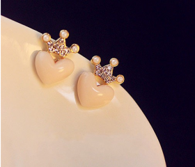 Pure and fresh and crown peach heart love small lovely earringsFrom firstbrightlife