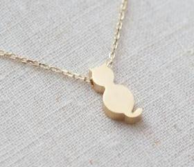 Tiny cute cat necklace in gold