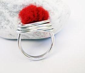 Wire Wrapped Cocktail Ring. Red Felted Wool. Felted Wool Ring. Aluminum Ring. Modern Jewellery. Textile Jewelry. SteamyLab.