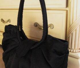 Large black simple pleated classic purse