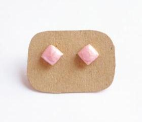 SALE - Bright Pearl Pink Rhombus Stud Earrings - 10 mm - Gift under 10