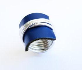 Wire Wrap Ring. Blue Recycled Leather Ring. Customizable Ring. Aluminum Ring. Modern Jewelry. Leather Jewellery. Handmade by SteamyLab.