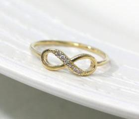 Dainty infinity ring 7.5 size in gold