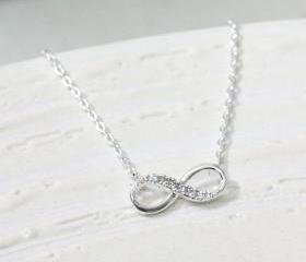 Infinity necklace in silver, everyday jewelry, delicate minimal jewelry