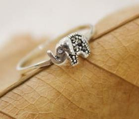 Lovely Sterling Silver Elephant Ring