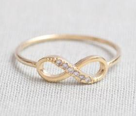 US 8 Size-delicate Infinity ring in Gold