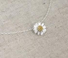 Tiny daisy flower Necklace