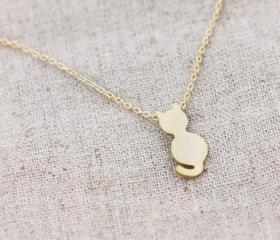 Tiny cat necklace