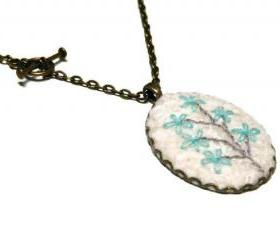 Antique Embroidery Pendant Nedklace Wool turquoise flower