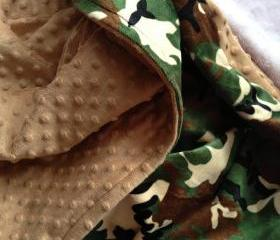 Tan Bubble With Minky Camo Green Minky Blanket// Size 28'x40'