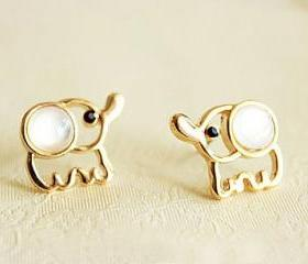 Hot Sell Lovely Beige Opal Elephant Stud Earrings