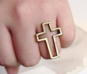 Vintage Hollow Out Cross Ring