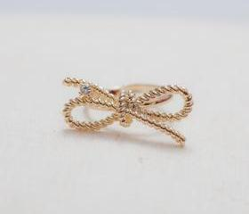 Twist bow adjustable ring in gold