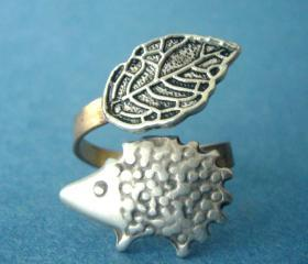 leaf and hedgehog ring