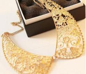 Delicate Peter Pan Style Floral Collar Golden Necklace