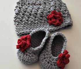 New Baby Gift gray and red hat and booties with rose size 0 to 3 months