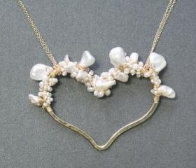 Necklace 270 Hammered heart with keshi & ivory pearls