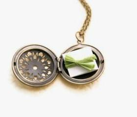 Personalized Locket Necklace // Bridesmaid Locket Necklace // Secret Message Locket // Bridesmaid Gifts // Fiance Gift