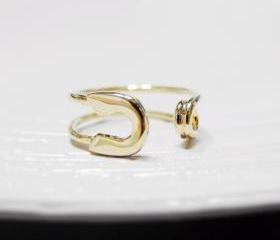 Knuckle ring, adjustable ring, safety pin ring in gold