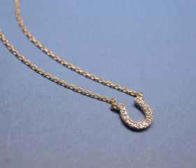 Horseshoe with cubic zirconia detail Necklace in gold