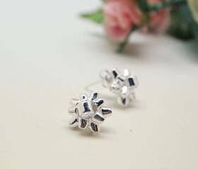 Gift Wrapping Bow Stud Earrings in silver