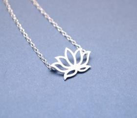 Lotus pendant Necklace in silver