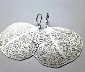 Silver leaf earrings & leverback silver ear wire. Silver hoop, filigree leaf, sterling sliver earrings. Hoops. Woodland. Boho. Bohemian.