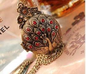 Retro/Vintage/Antiqued Red Rhinestone Peacock Opening Locket