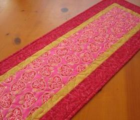 Quilted Table Topper Gold Hearts