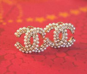pearl studded cc logo earrings