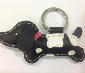 Lori the Dachshund Leather Keychain ( Black / Pink collar )