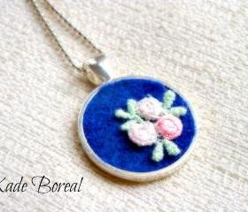 Romantic embroidered floral pendant necklace