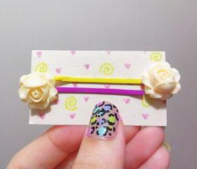 Clay Flower Bobby Hair Pin in a Pair ( Cream / Milky )