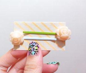 Clay Flower Bobby Hair Pin in a Pair ( Beige )