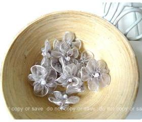 Organza grey flower with pearl centered / pack 