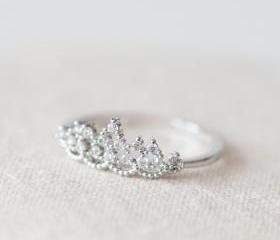 Delicate tiara ring in white gold