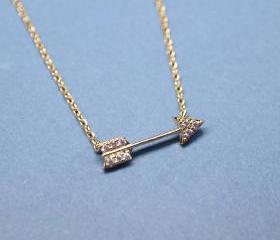 Arrow with cubic zirconia detail pendant necklace in gold