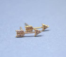 Arrow with cubic zirconia detail pendant earrings in gold