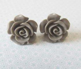 Grey Flower Stud Ear..